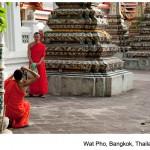 Wat Pho, fotografuj¹cy siê minisi, Bangkok, Tailandia